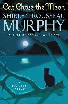 Cat Chase the Moon: A Joe Grey Mystery (Joe Grey Mystery Series #21) Cover Image