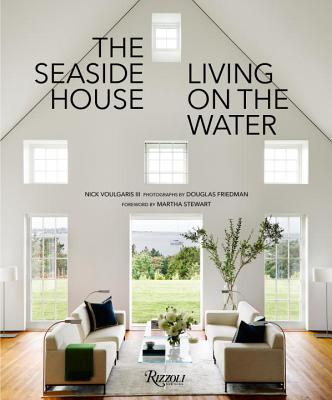 The Seaside House: Living on the Water Cover Image
