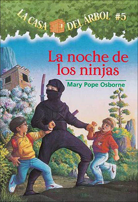 La Noche de Las Ninjas (Night of the Ninjas) (Magic Tree House #5) Cover Image
