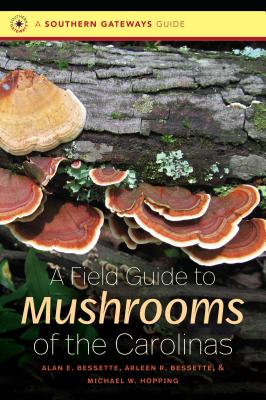 A Field Guide to Mushrooms of the Carolinas (Southern Gateways Guides) Cover Image