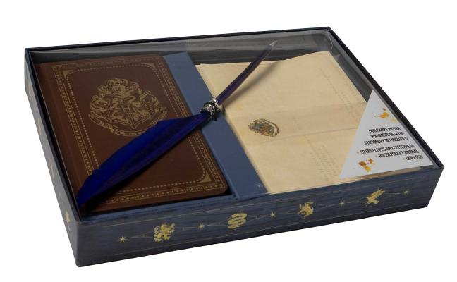 Harry Potter: Hogwarts School of Witchcraft and Wizardry Desktop Stationery Set (With Pen) Cover Image