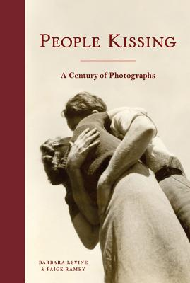 People Kissing: A Century of Photographs (Vintage snapshots and postcards, a great gift for engagements, wedding showers, and anniversaries) Cover Image