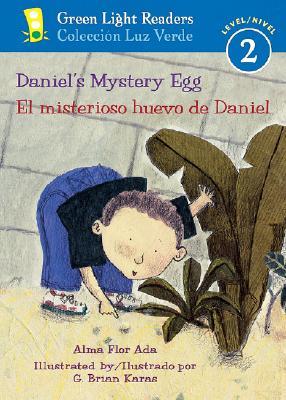 Daniel's Mystery Egg/El misterioso huevo de Daniel (Green Light Readers Level 2) Cover Image
