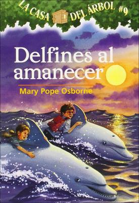 Delfines al Amanecer (Magic Tree House #9) Cover Image