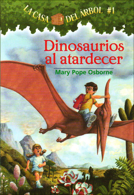 Dinosaurios Al Atardecer (Dinosaurs Before Dark) (Magic Tree House #1) Cover Image