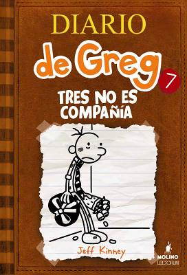 Tres No Es Compania (Diario de Greg #7) Cover Image