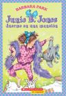 Junie B Jones duerme en una mansion: (Spanish language edition of Junie B. Jones is a Party Animal) Cover Image