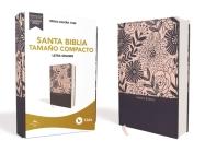 Rvr60 Santa Biblia, Letra Grande, Tamaño Compacto, Tapa Dura/Tela, Azul Floral, Edición Letra Roja Cover Image