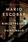 The Librarian of Saint-Malo \ La bibliotecaria de Saint-Malo (Spanish edition) Cover Image