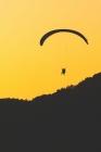 Fallschirmspringer Logbuch: ♦ Sprungbuch für alle Skydiver und Fallschirmjäger ♦ Vorlage für über 100 Sprünge ♦ handliches 6x9 F Cover Image