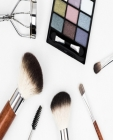 Glamorous Makeup Chart: Makeup Artist Face Chart Cover Image