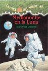 Medianoche En La Luna: (Casa del Arbol #8) Cover Image