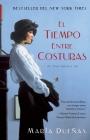 El tiempo entre costuras: Una novela (Atria Espanol) Cover Image