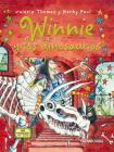 Winnie y los dinosaurios (El mundo de Winnie) Cover Image